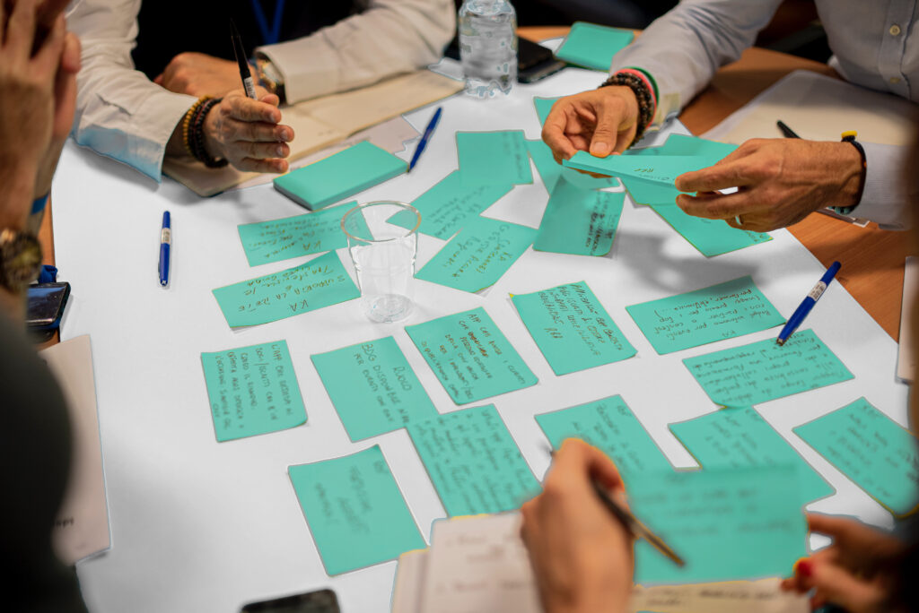 Gruppen Coaching und Beratung mit Notizzetteln